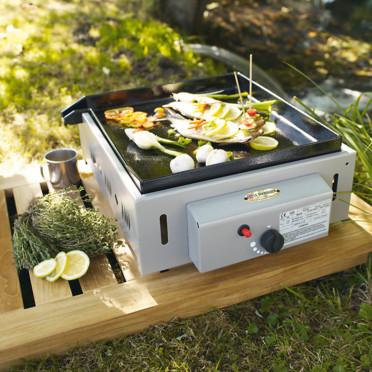 Nouveautés pour l'été : des barbecues mobiles très design Le-barbecue-plancha-a-poser-jardiland-4461979ghqom_1350
