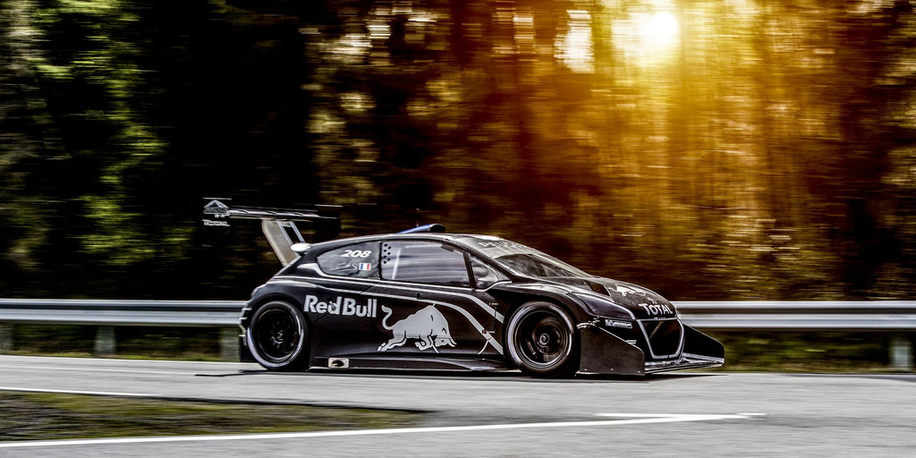 Autres sports - Page 15 Peugeot-208-t16-pikes-peak-2013-tests-18-10903367fnyny