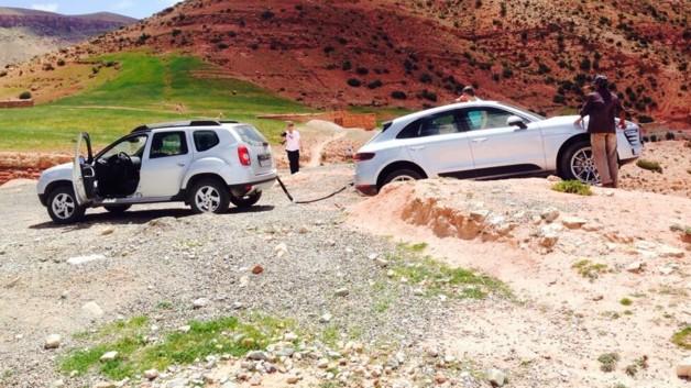 2012 - [Dacia] Duster restylé - Page 7 Un-dacia-duster-sauve-un-porsche-macan-bloque-lors-d-essais-presse-11135529kwlji_2038