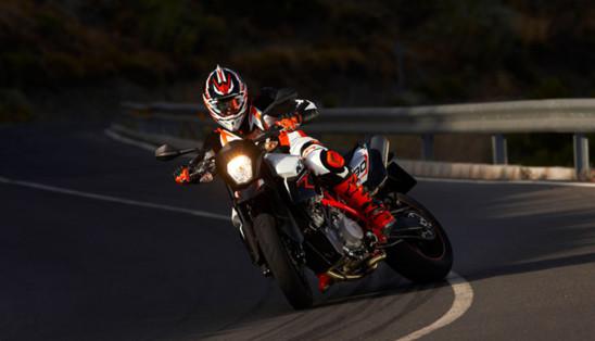 La Ducati victorieuse au A.M.A, US SUPERBIKE.... 2767964yosfp_1511