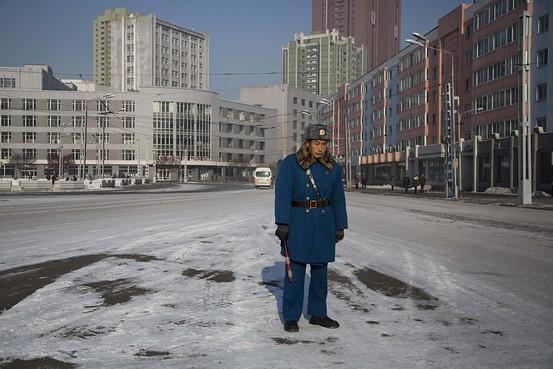 الحياة في كوريا الشماليه ..........متجدد  BN-AU160_NKpoli_G_20131214013849