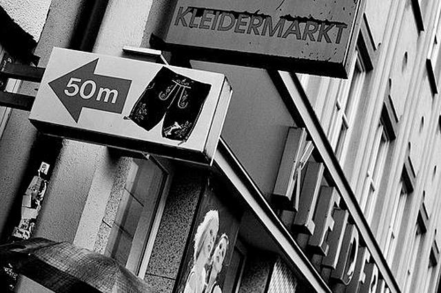Вокруг света 02-kleidermarkt-2