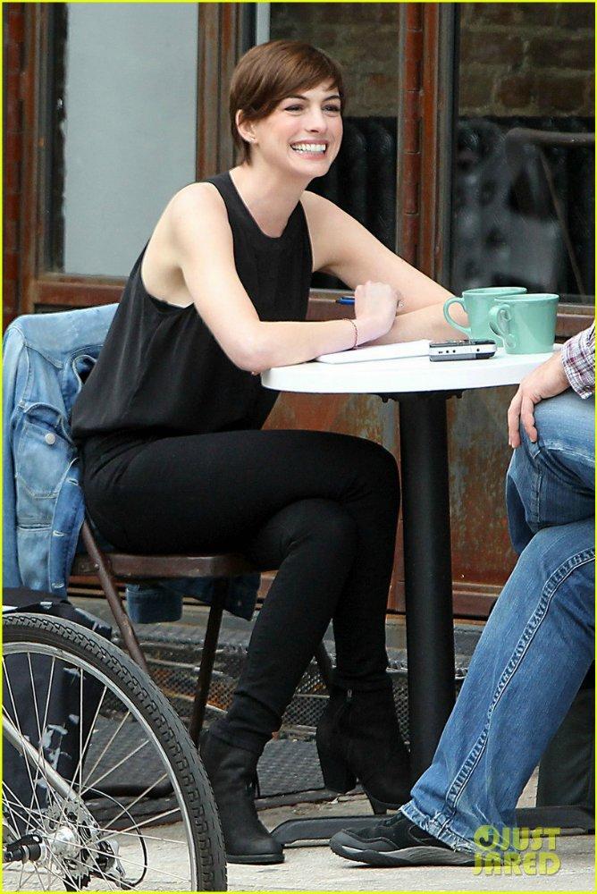 Anne Hathaway/Энн Хэтэуэй - Страница 9 82f0d59651f7