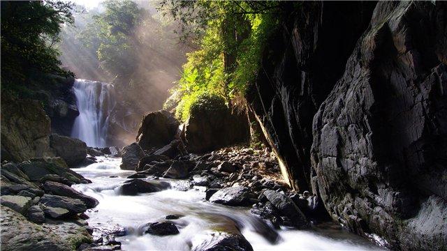 Скалы и водопад... (окрестности и вход в основной город)... 038e1b06969c
