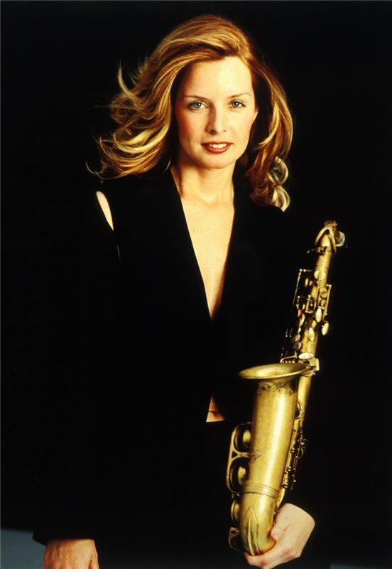 Кэнди Далфер. Девушка с саксофоном 47a0c7497bb1