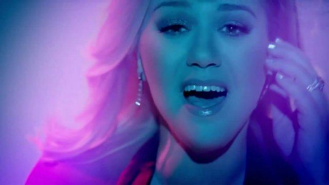 Kelly Clarkson 91250b59ce86