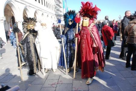 Венецианские маски 2ebee1c97b17