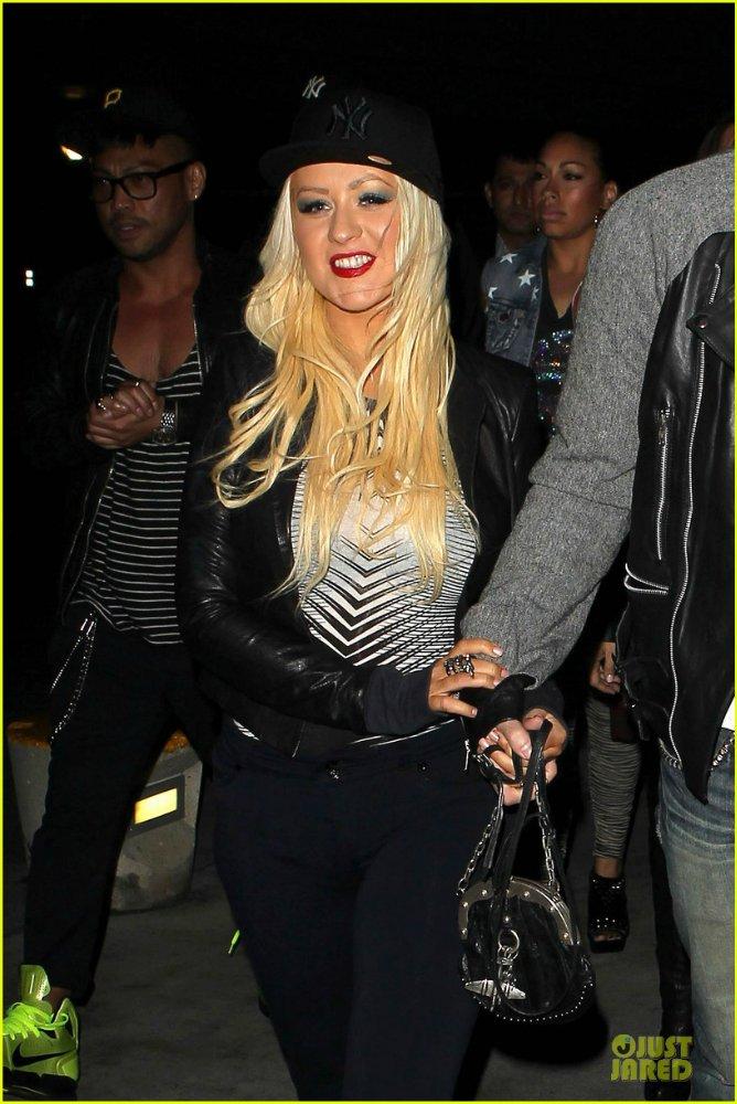 Christina Aguilera  - Страница 11 B5e6fc58ecce