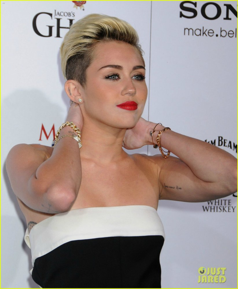 Miley Cyrus - Страница 5 E159c5dc80ce