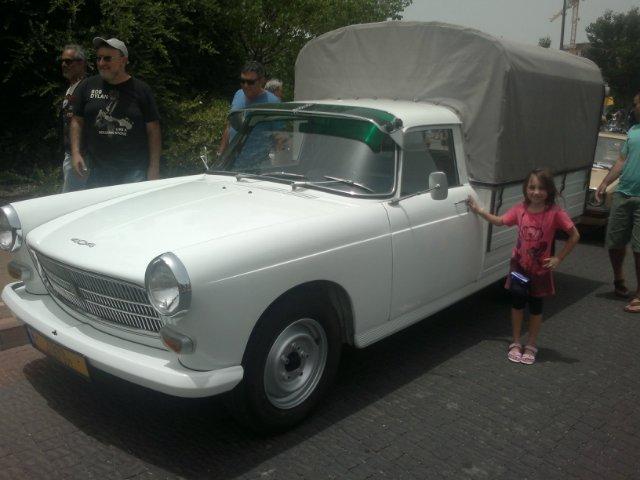 Выставка старых машин в кармиэле 428e09ccd8f3