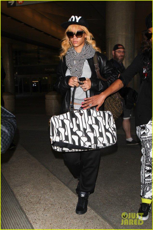 Rihanna  - Страница 3 97d22fcffb1f