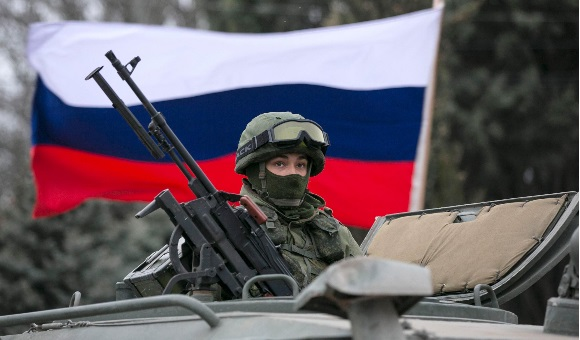 Rusia podría reducir un 10% su presupuesto militar para 2015.  Soldado-rusia-reuters