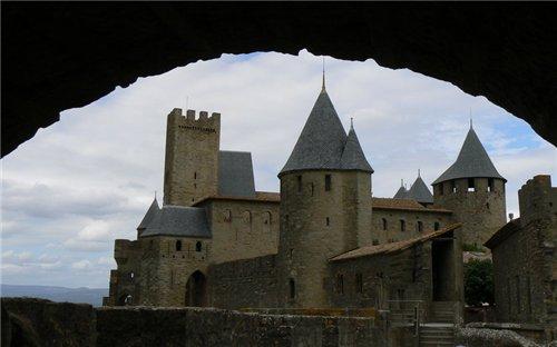 Каркассон (франц. Carcassonne) - город-крепость. 56f9eb530d15