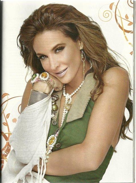 Lorena Rojas_____ლორენა როხასი  - Page 2 2cb08975d52f