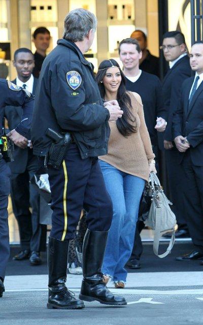 Kim Kardashian  1c122de5d3e6