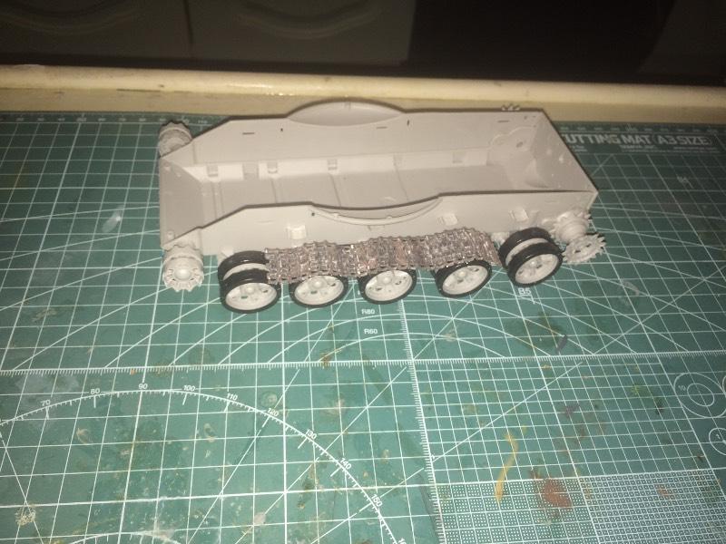 TRUMPETER T-62 Mod 1972  1/35 C74df36f7513