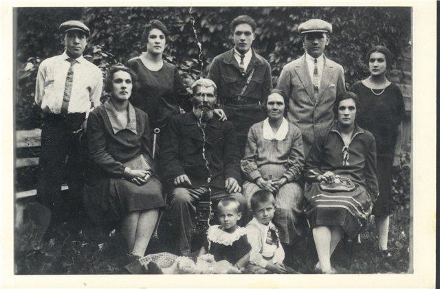 Фотографии с которых смотрят наши предки.... 3124a475b56a