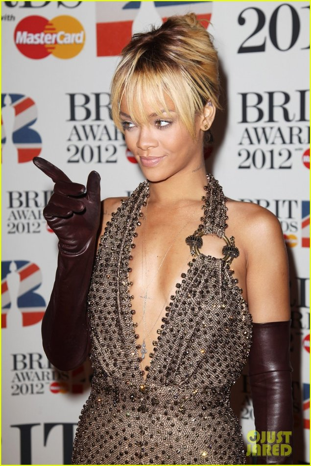Rihanna  - Страница 2 065427f0f905