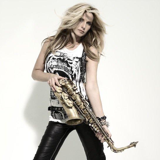 Кэнди Далфер. Девушка с саксофоном A4b9a315f599