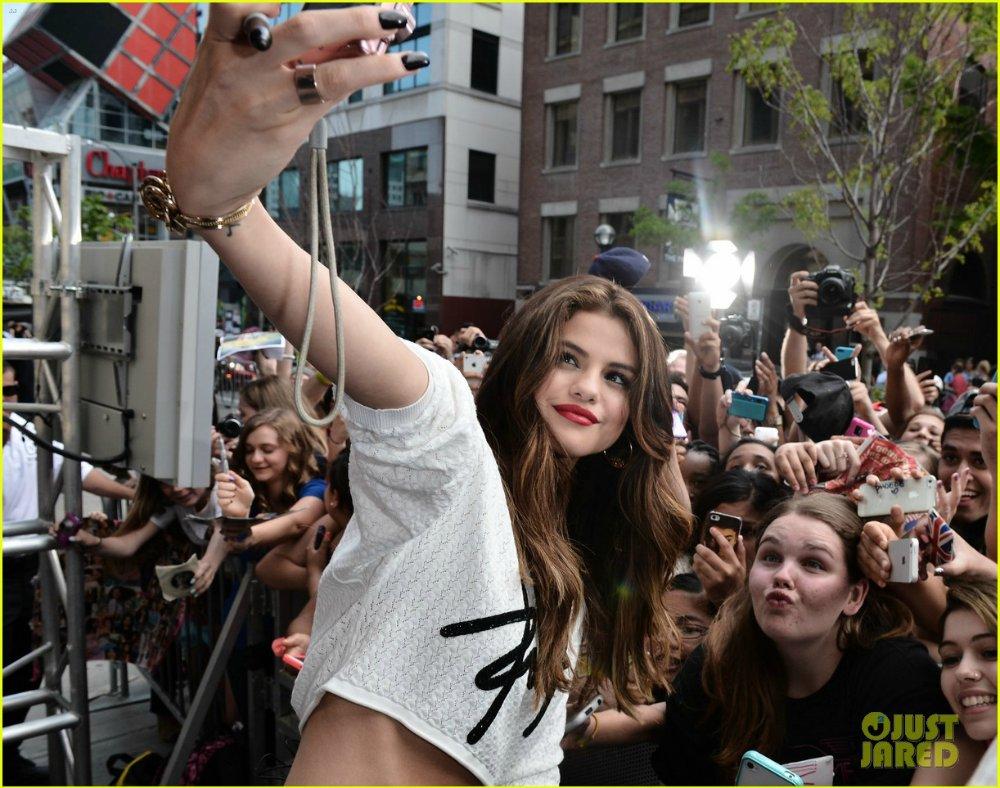 Selena Gomez | Селена Гомес - Страница 9 D402c227c68f