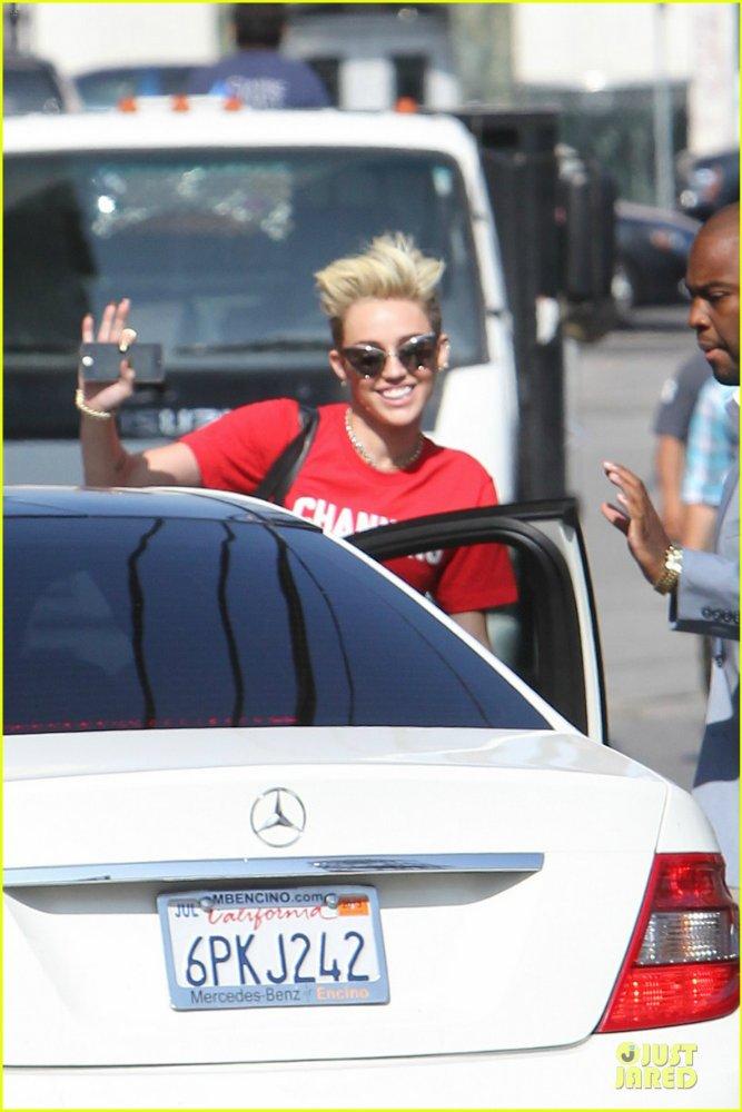 Miley Cyrus - Страница 5 4dd2a7cde9cd