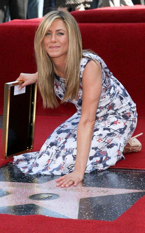 Jennifer Aniston - Страница 6 3da4bf2d0e05