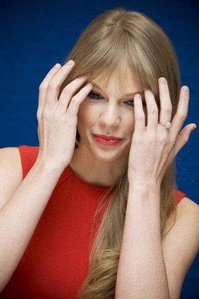 Taylor Swift / Тэйлор Свифт De9eee02910a