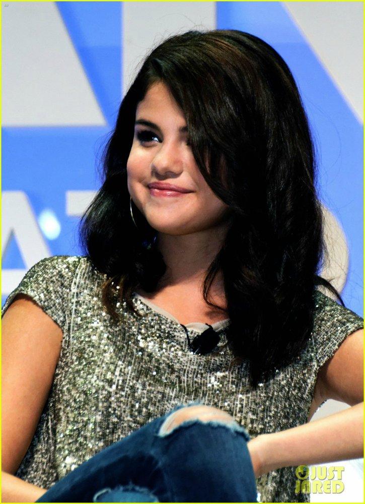 Selena Gomez | Селена Гомес - Страница 4 266c4d76c849