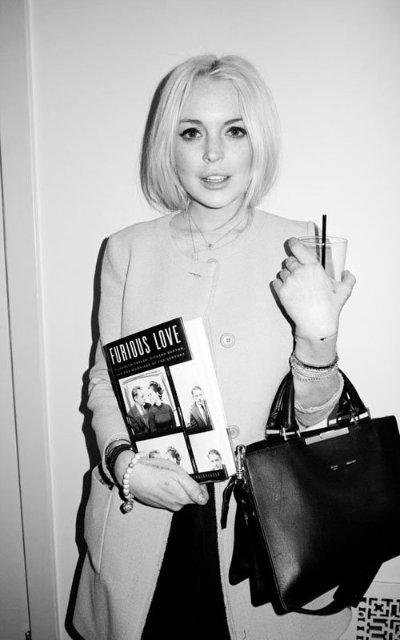 Lindsay Lohan 1e54a22ff439