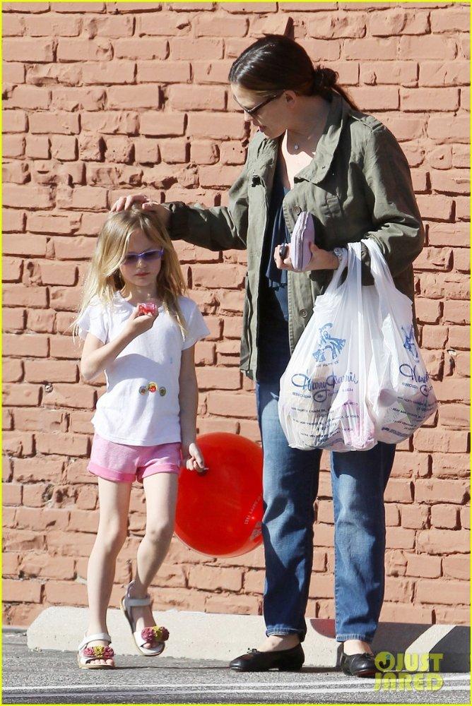 Ben Affleck and Jennifer Garner - Страница 3 Abd61de1e17a