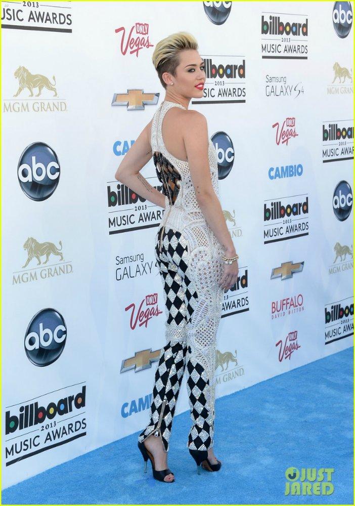 Miley Cyrus - Страница 5 9d45d0cb45ea