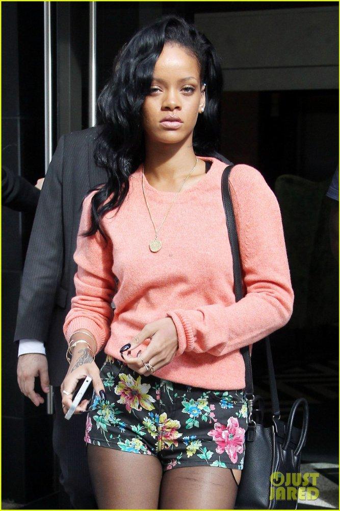 Rihanna  - Страница 6 F944c74a71cb
