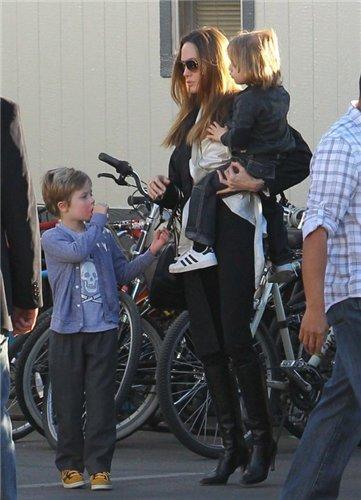 Angelina Jolie and Brad Pitt - Страница 3 17f5ad8ab238