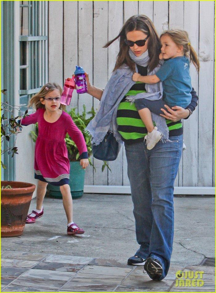 Ben Affleck and Jennifer Garner Aec644957bd4