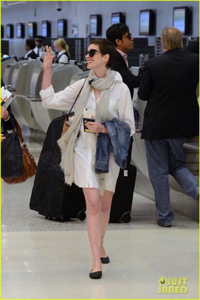 Anne Hathaway/Энн Хэтэуэй - Страница 2 Affeecab593b