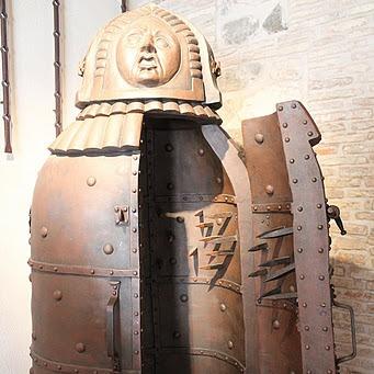 Пытки и орудия пыток инквизиции - Страница 2 D62555870fa5