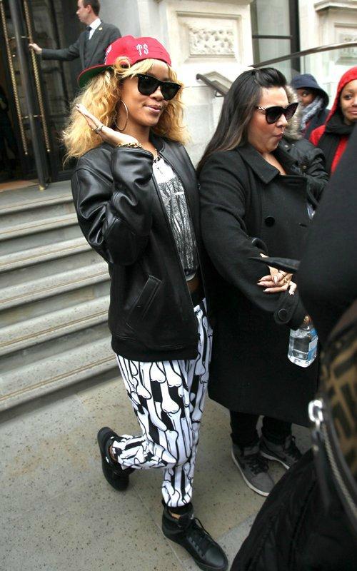 Rihanna  - Страница 2 9703718ee0db