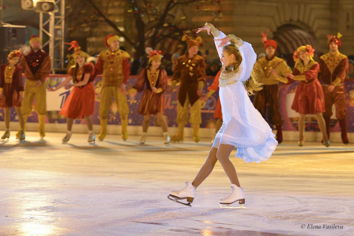 Открытие ГУМ-катка на Красной площади - Страница 3 6674879fb0c0