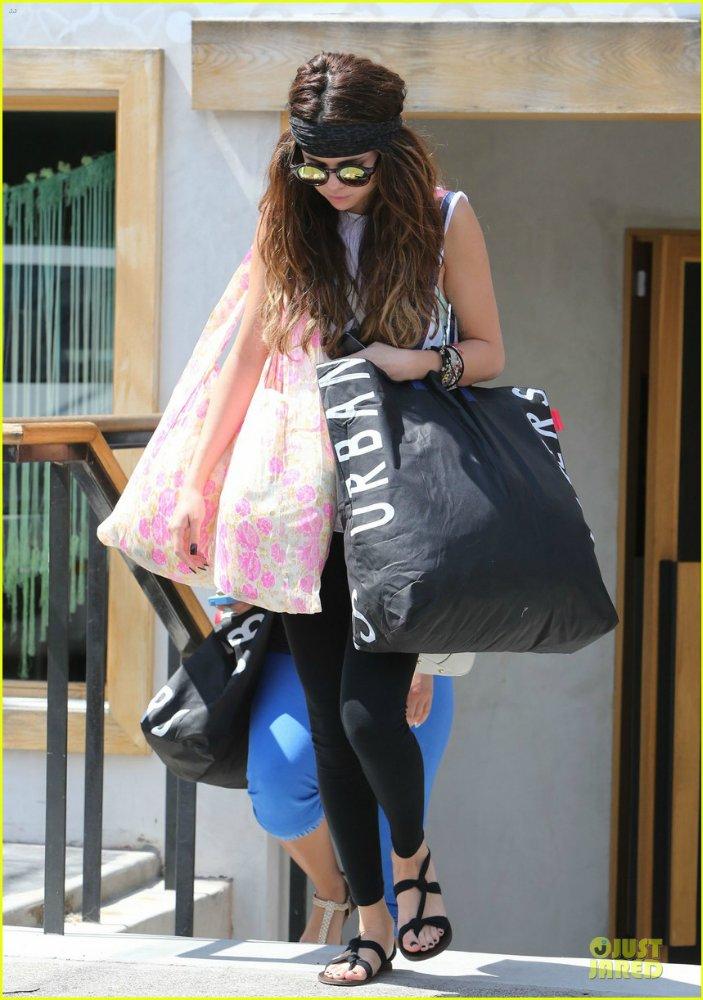 Selena Gomez | Селена Гомес - Страница 9 7c1283204f2f