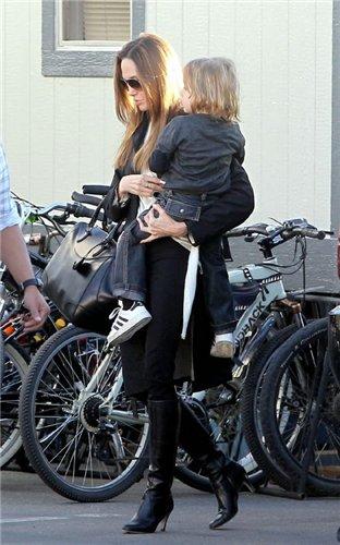 Angelina Jolie and Brad Pitt - Страница 3 D12c711b7d8d