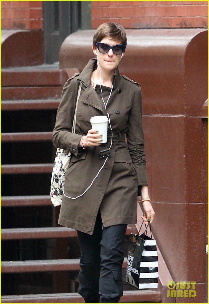 Anne Hathaway/Энн Хэтэуэй - Страница 4 A6c3d4bd1e9f