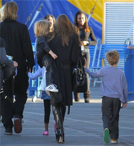 Angelina Jolie and Brad Pitt - Страница 3 88185ca829b2