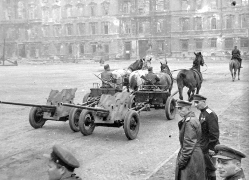 Советский артиллерийский передок 52-Р-353M обр.1942 г., 1/35, (MiniArt 35115). F7a55843f0a1