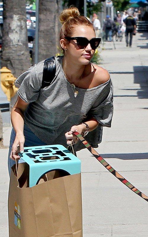 Miley Cyrus - Страница 3 C0aaf03cce1a