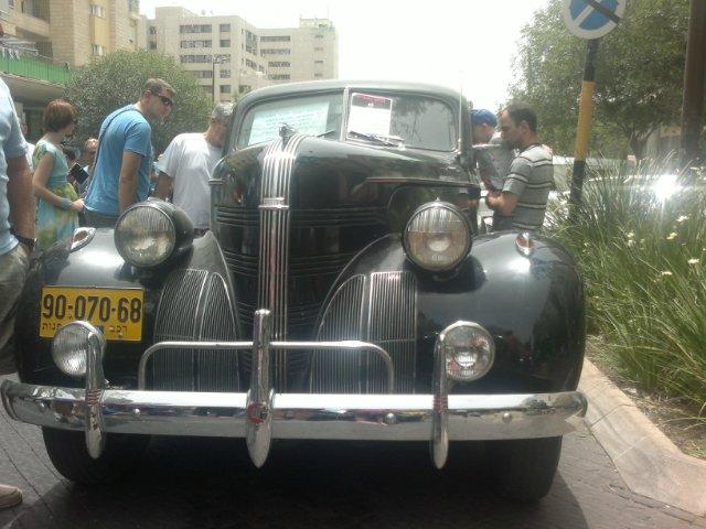 Выставка старых машин в кармиэле 25a460c7a342