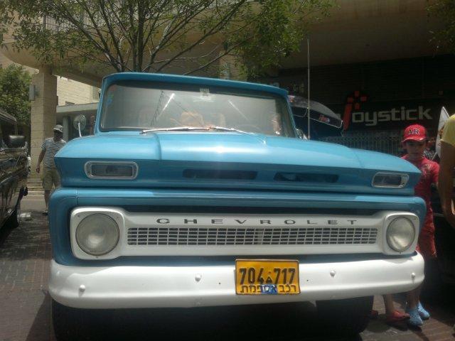 Выставка старых машин в кармиэле 10ab58afd98d