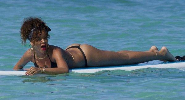 Rihanna  95774e1adec4
