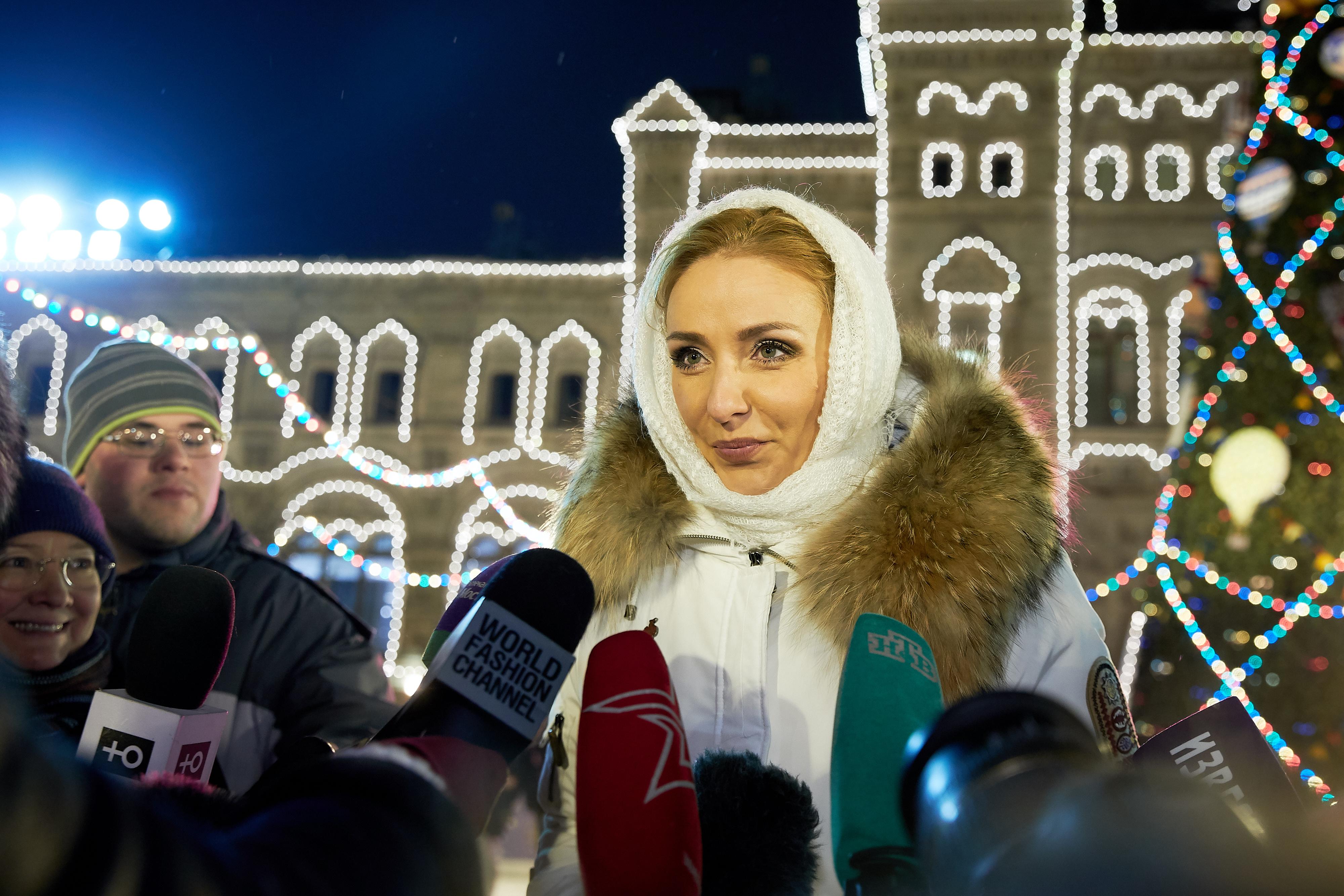 Открытие ГУМ-катка на Красной площади - Страница 4 741463e61ea1