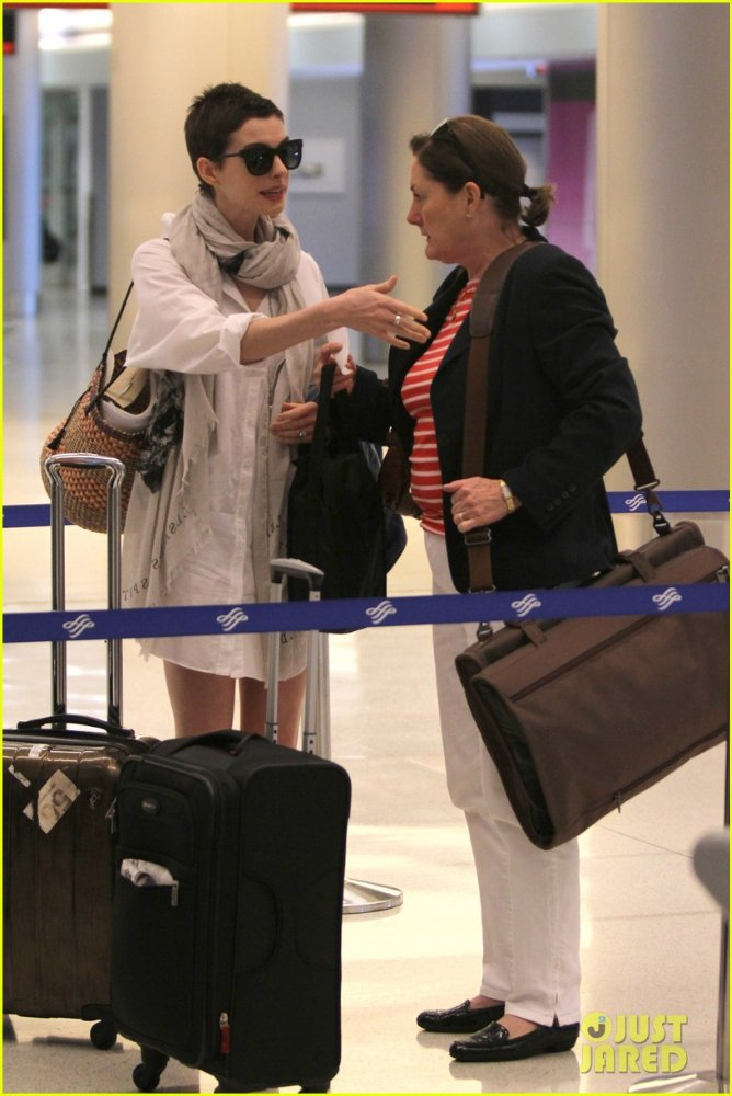 Anne Hathaway/Энн Хэтэуэй - Страница 2 64ae6bf97edf