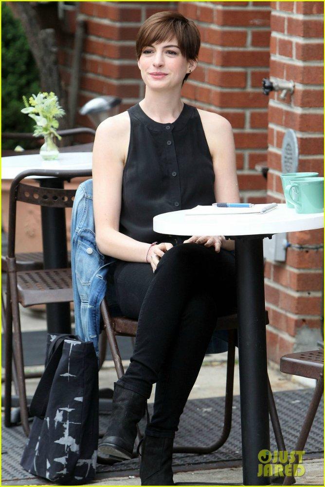 Anne Hathaway/Энн Хэтэуэй - Страница 9 2e5af544982d